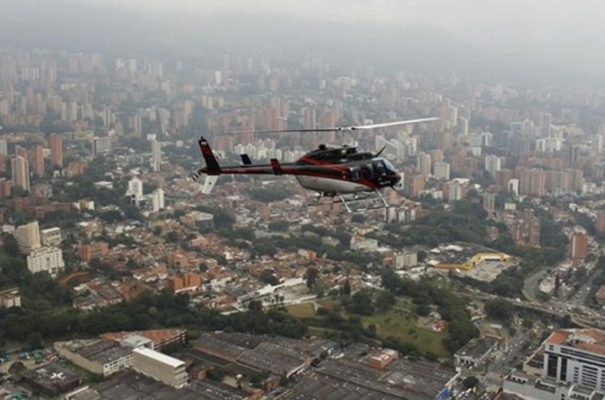 Voo de helicóptero com city tour opcional em Medellín