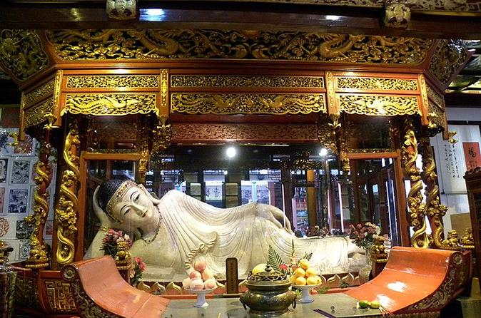 Experience Ancient Shanghai Day Tour of Jade Buddha Temple and Shanghai Old Town