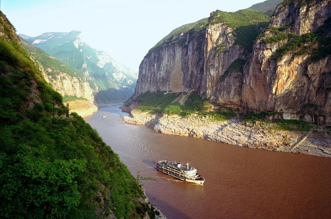 Transfer service from Yichang Cruise Port to Yichang Sanxia Airport (YIH), Railway Station or Hotel in Yichang