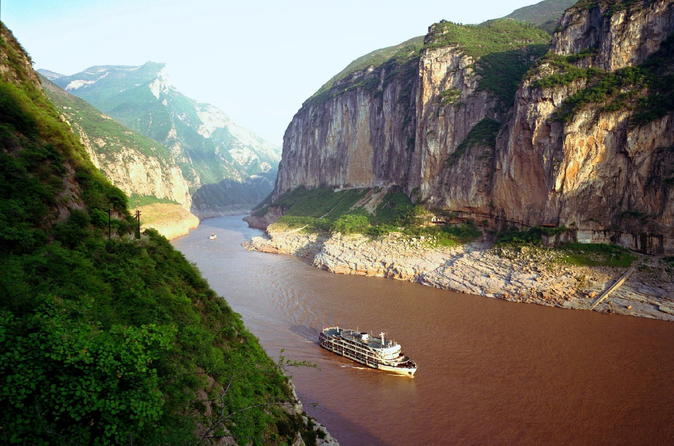 Transfer service from Yichang Cruise Port, Yichang Sanxia Airport (YIH), Railway Station, or Hotel in Yichang
