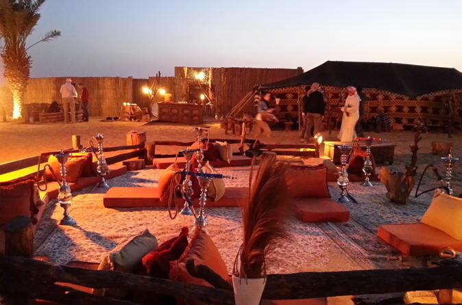 Luxe woestijnervaring: diner, Emirati-activiteiten in een klassieke Land Rover