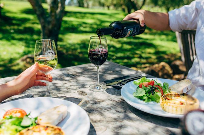 Excursão gastronômica e de degustação de vinhos na Ilha Waiheke saindo de Auckland