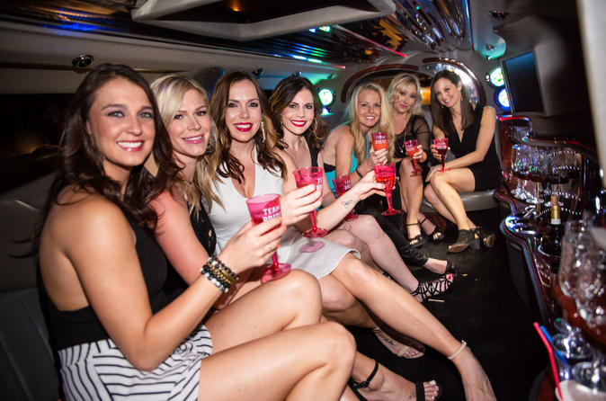 Private Nashville City Highlights Photo Tour by Limousine