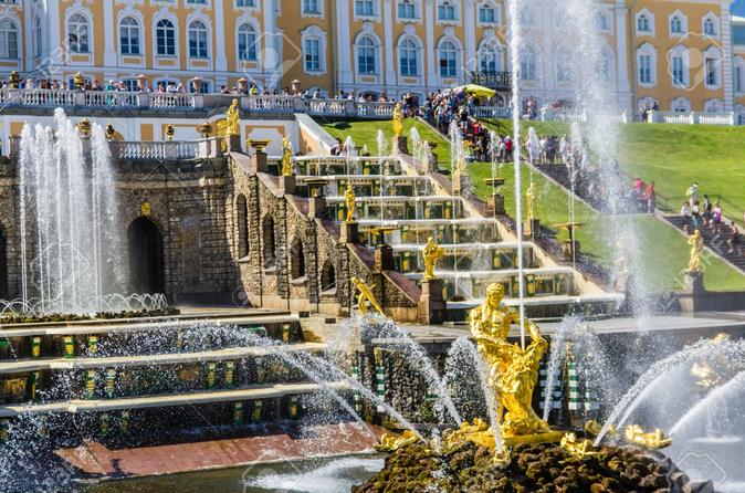Small-Group Early Access Tour to Peterhof Grand Palace and Gardens