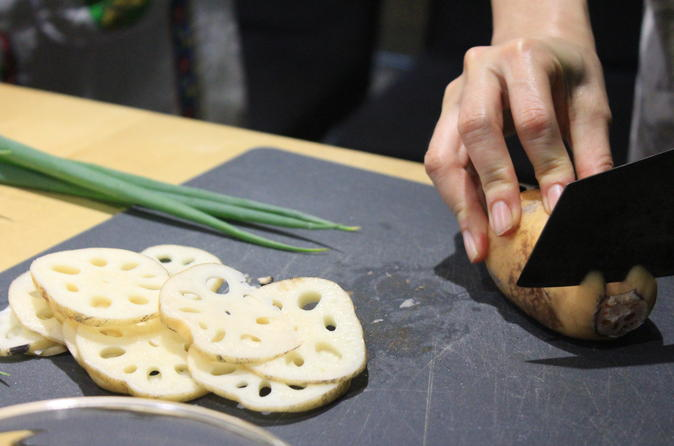 Private Taiwanese Cooking Class and Market Tour in Taipei