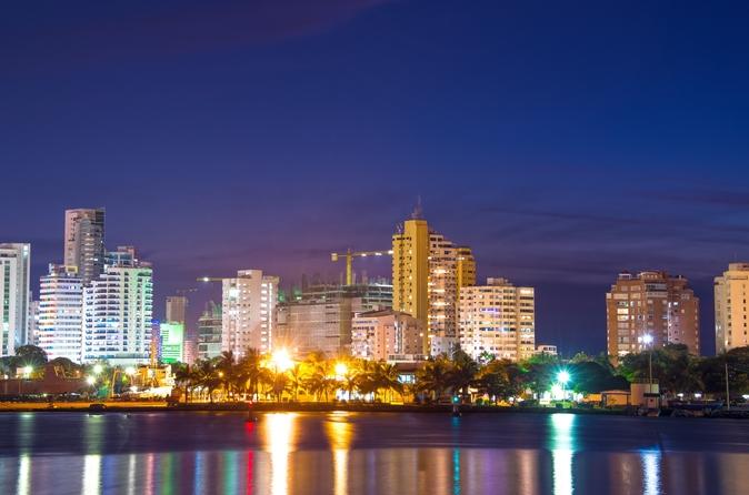 Excursão pela vida noturna de Cartagena em um ônibus Chiva