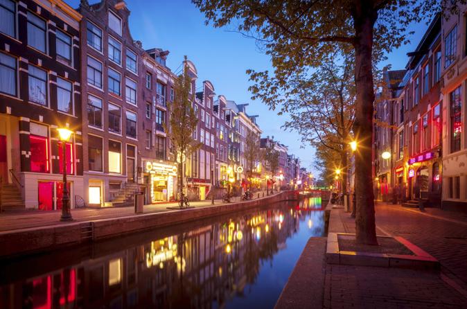 Amsterdamer Altstadt und Rotlichtviertel Rundgang mit optionalem holländischen Abendessen