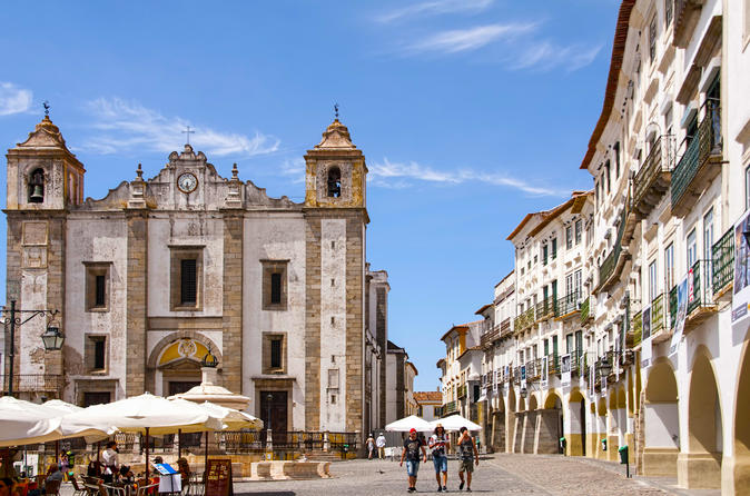 VISIT EVORA AND MONSARAZ IN A FULL DAY TOUR