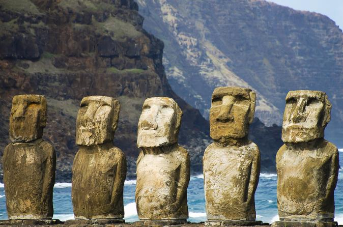 Easter Island Super Saver: Ahu Akivi and Orongo plus Anakena Beach Day Trip