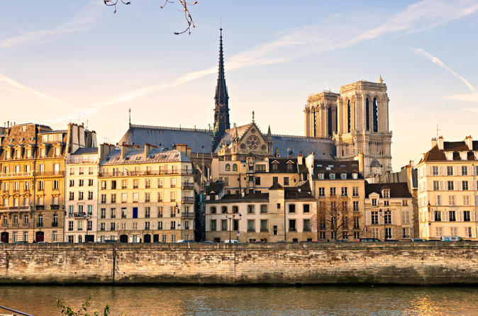 Private Tour: Notre-Dame, Paris Historical Walk & Skip-the-Line Louvre Museum with Guide