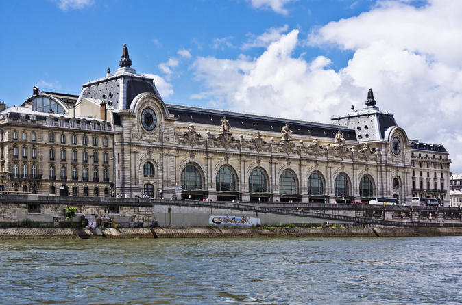 Private Walking Tour: Skip-the-Line Musée d'Orsay, Montmartre and the Sacre-Coeur