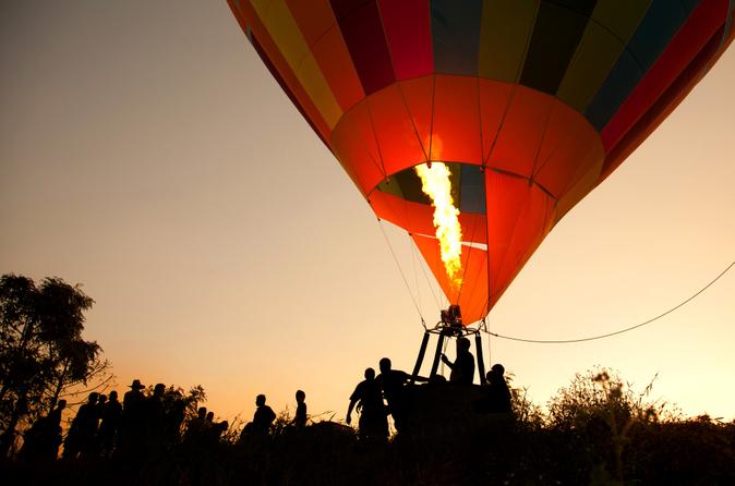 Vol en montgolfière au-dessus des montagnes de l'Atlas au départ de Marrakech, avec petit déjeuner berbère et promenade à dos de chameau dans le désert