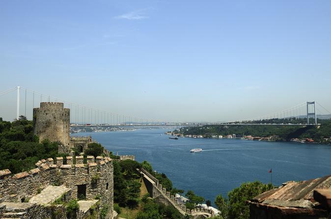 Bosphorus Strait Cruise com Rumeli Fortress or Kücüksu Palace Tour