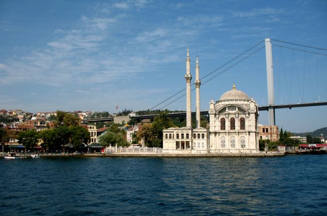 Cruzeiro de meio dia pelo estreito de Bósforo e Mar Negro saindo de Istambul