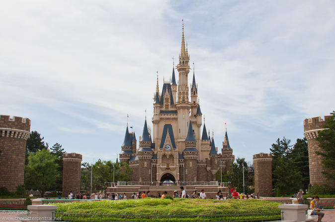 Tokyo Disneyland or DisneySea Private Return Transfer - English Speaking Driver