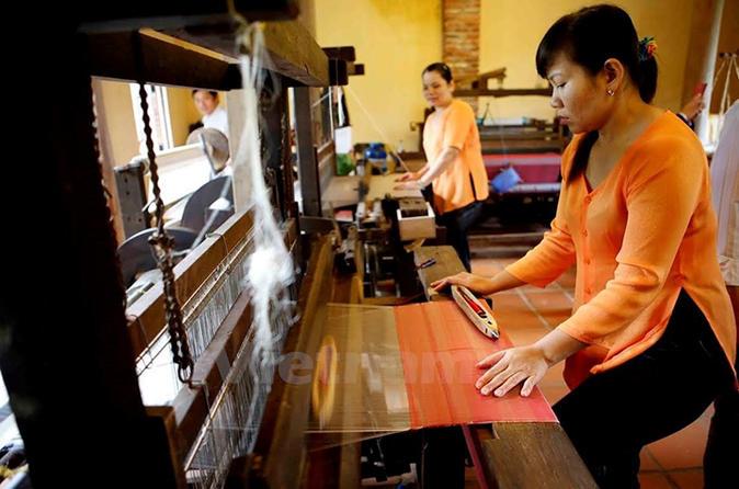 Full-day Silk Cloth Producing and Lantern-Making from Da Nang