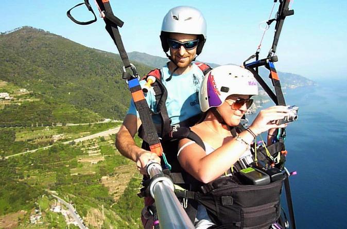 Paragliding over the cinque terre from monterosso in la spezia 264524