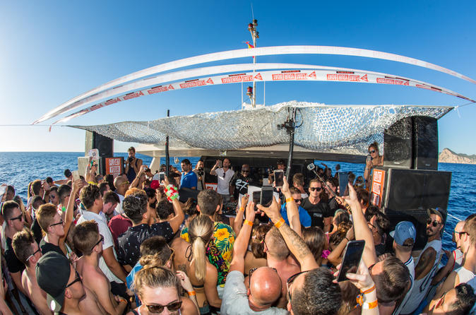 FLOAT YOUR BOAT - Friday - The Sunset Boat That Gets You Hï - Ibiza