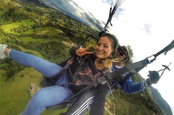 Paragliding in Medellin: A Breathtaking and Safe Local Experience