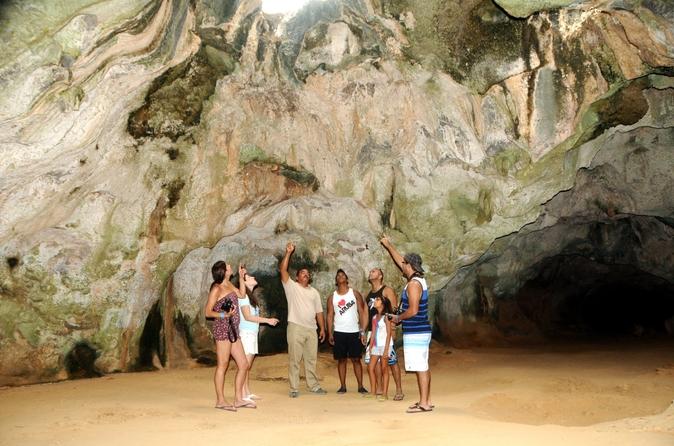 Pontos turísticos de Aruba, incluindo o Parque Nacional de Arikok e a Praia de Arashi