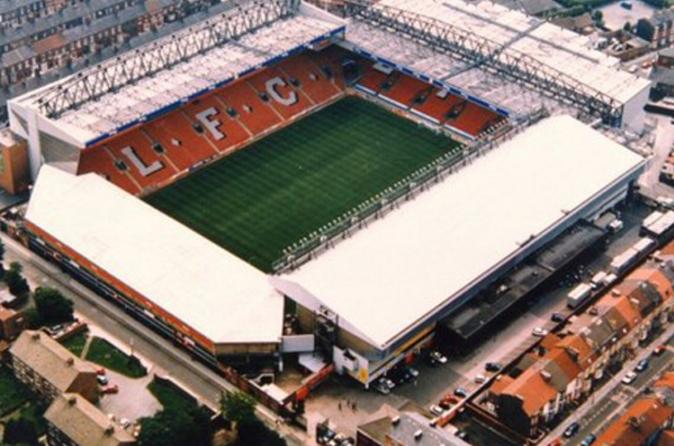 Partida de futebol do Liverpool FC no Estádio Anfield
