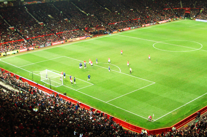 Partida de futebol do Manchester United no Estádio Old Trafford