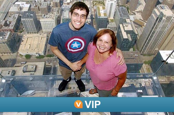 VIP da Viator: Acesso antecipado à Willis Tower, excursão turística pela cidade de bonde e Cruzeiro pelo Rio Chicago