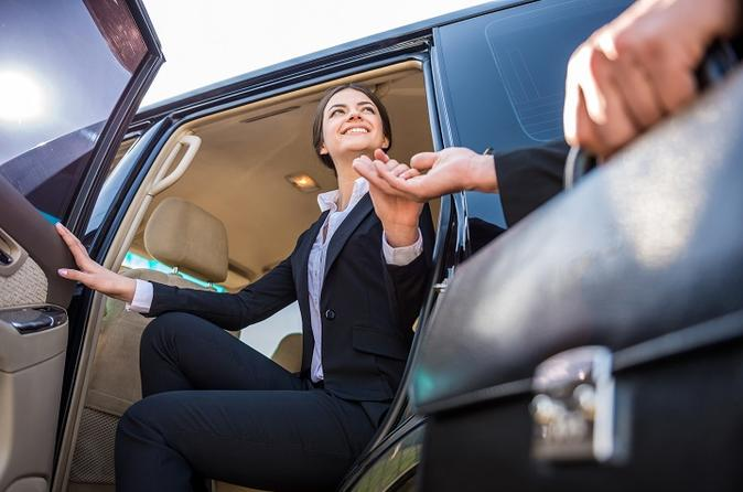 Private Departure Luxury Transfer: Freeport International Airport (1 - 10)