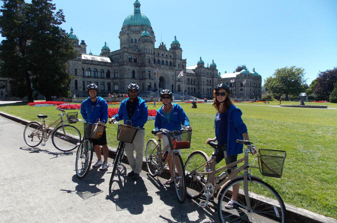 Victoria Castles and Neighborhoods Bike Tour