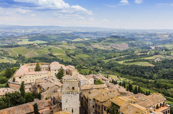 Small Group Pisa Day Trip to Siena and San Gimignano by Minivan Including Wine Tasting