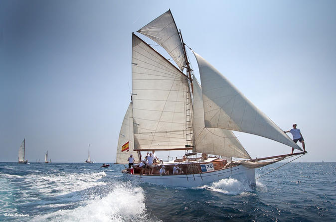 Private Luxury Classic Yacht Tour In Barcelona, Swimming And Appetizer In Bon Temps 1926