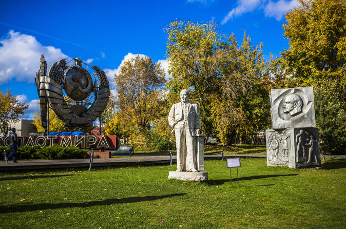 Gorky Park and Muzeon Art Park 3-hour private walking tour