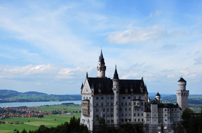Private Mini Van Tour to the Royal Neuschwanstein Castle and Linderhof Palace and Ettal Monastry and Oberammergau