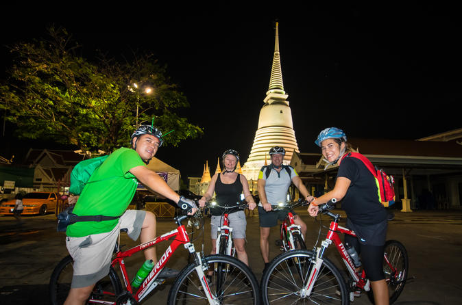 Bangkok night bike tour in bangkok 566933