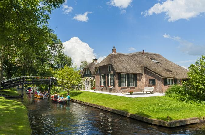 Small-Group Day Tour to Giethoorn and Batavia Stad Fashion Outlet from Amsterdam
