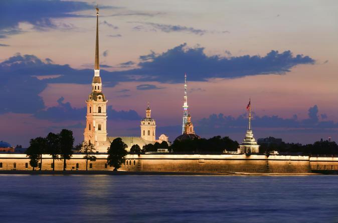 Excursão aos destaques de São Petesburgo para Grupos Pequenos incluindo a Fortaleza de São Pedro e São Paulo e a Igreja do Sangue Derramado