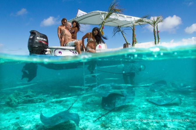 Cruzeiro com mergulho com snorkel na lagoa de Bora Bora para grupos pequenos e almoço com churrasco na ilha