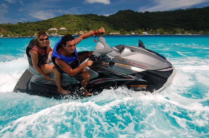 Excursão de jet ski em Bora Bora em Bloody Mary's e cruzeiro de mergulho com tubarões e arraias