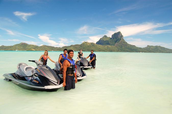 Excursão por Bora Bora em veículo 4WD, almoço no Bloody Mary e excursão de Jet Ski