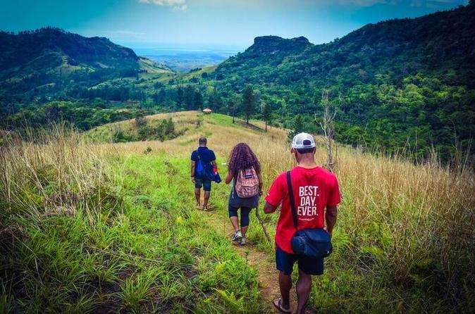 Small group hiking adventure including lunch with a local family from in nadi 350778