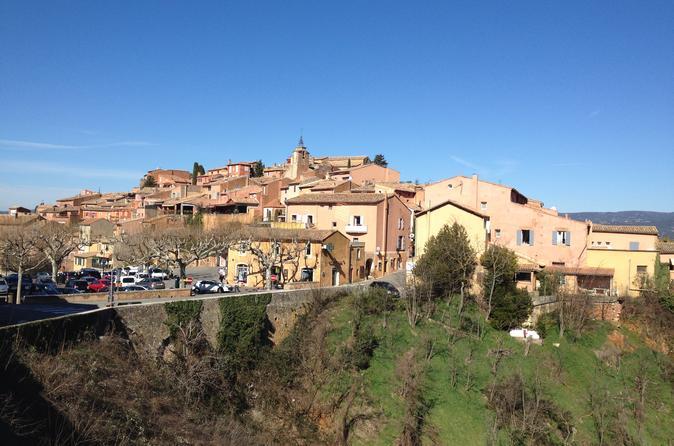 Small-Group Tour of Provence Famous Hilltop Villages: Fontaine de Vaucluse, Gordes, and Roussillon from Avignon