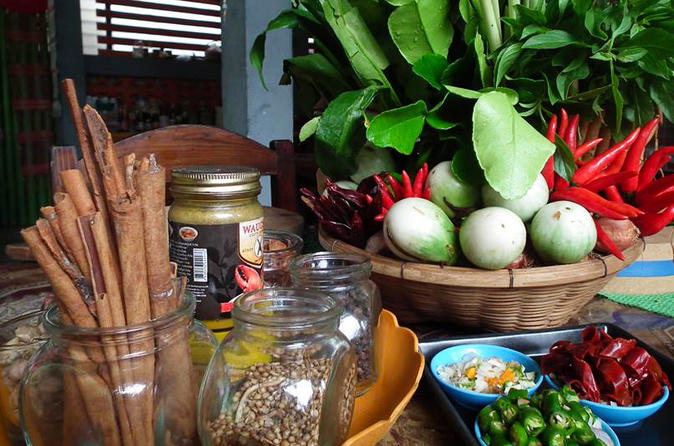 Northern Thailand Food, Wine & Nightlife