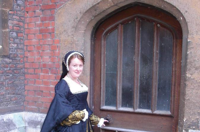 Hampton Court Tour - Secrets of a Tudor Palace