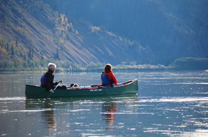 Arctic day yukon river canoeing tour in whitehorse 183290