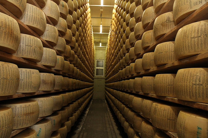 Full-Day Bologna Food Experience from Florence: Parmigiano Reggiano Factory Visit, Balsamic Vinegar and Wine Tasting, and Gourmet Lunch