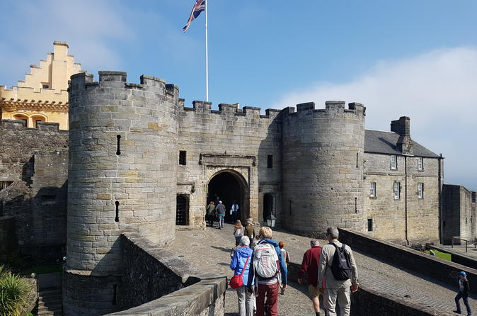 Private Stirling Castle & Loch Lomond Tour with BAGPIPER Tour Guide