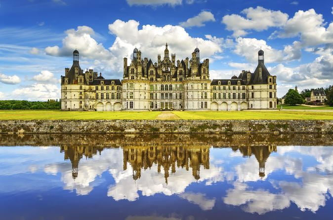 Small-Group Loire Valley Three Top Castles Day Trip With Wine Tasting - Paris