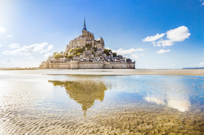 Small-Group Mont Saint-Michel Day Trip with Abbey Entrance and Cider Tasting