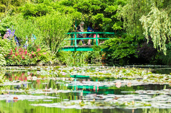 Small Group Versailles Skip-the-Line and Giverny Day Trip from Paris