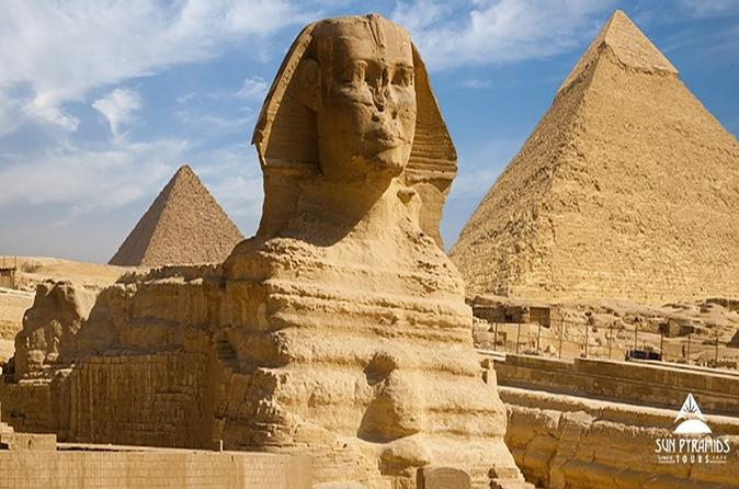 Cairo Layover Tour to Pyramids, the Egyptian Museum and Khan Khalili Bazaar in Egypt